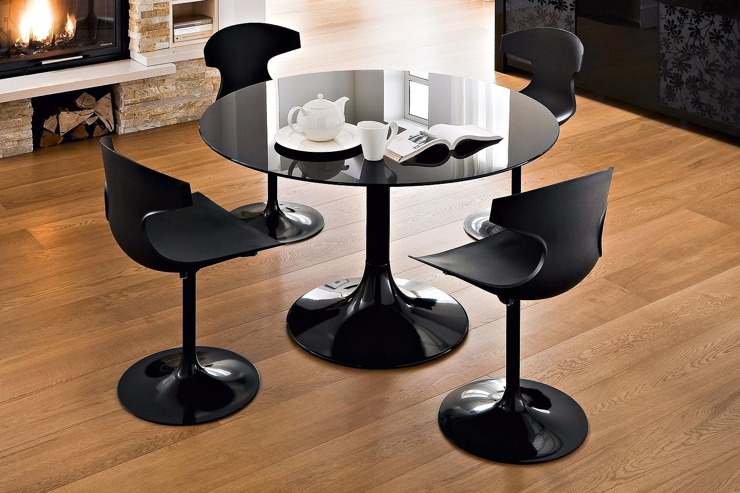 corona-black-glass-dining-table_1271767002