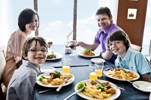 family_in_restaurant-600x400